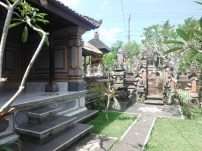 Family compound... temple in the NE corner - facing Bali's biggest temple